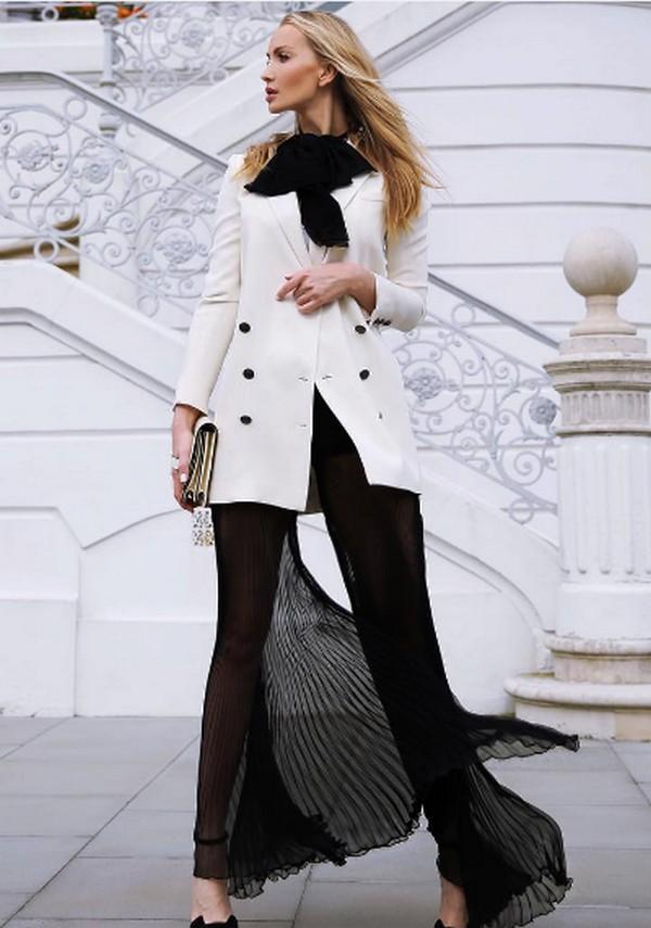 Эксперименты с сочетаемостью пиджака милитари и предметами гардероба других стилевых направлений позволяют формировать неординарные луки
