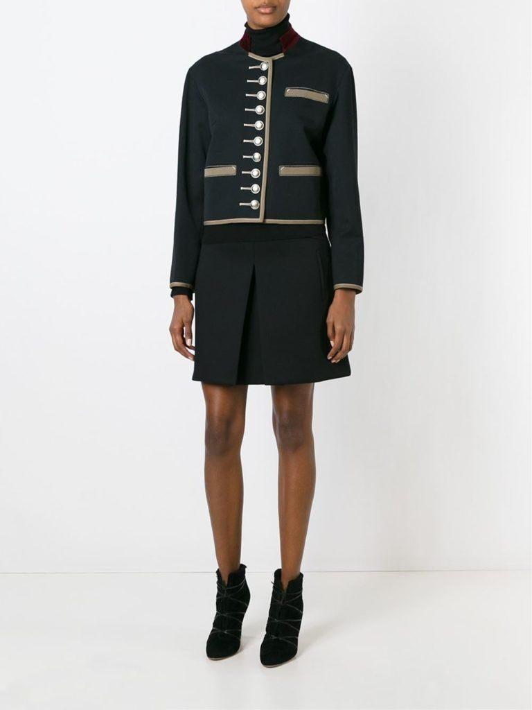 Классическая юбка – стильное дополнение к повседневному образу с жакетом милитари стиля