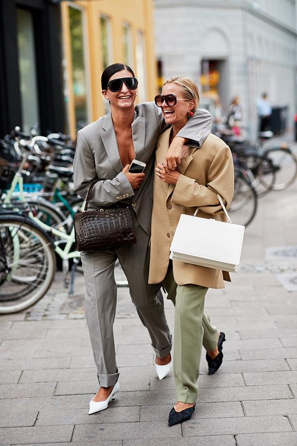 Комбинация пиджака и брюк - одна из лучших для современного женского гардероба.