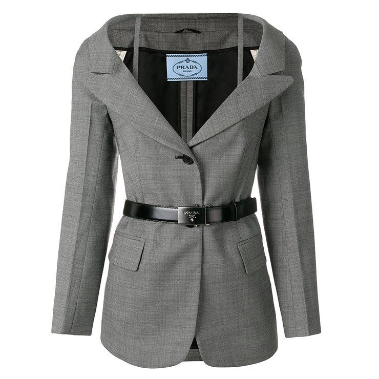 Изящный пиджак-блейзер позволит создать изысканные деловые луки.
