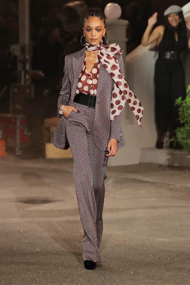 Необычный принт, нетривиальная ткань и интересное сочетание - рамки костюмной моды раздвинуты!