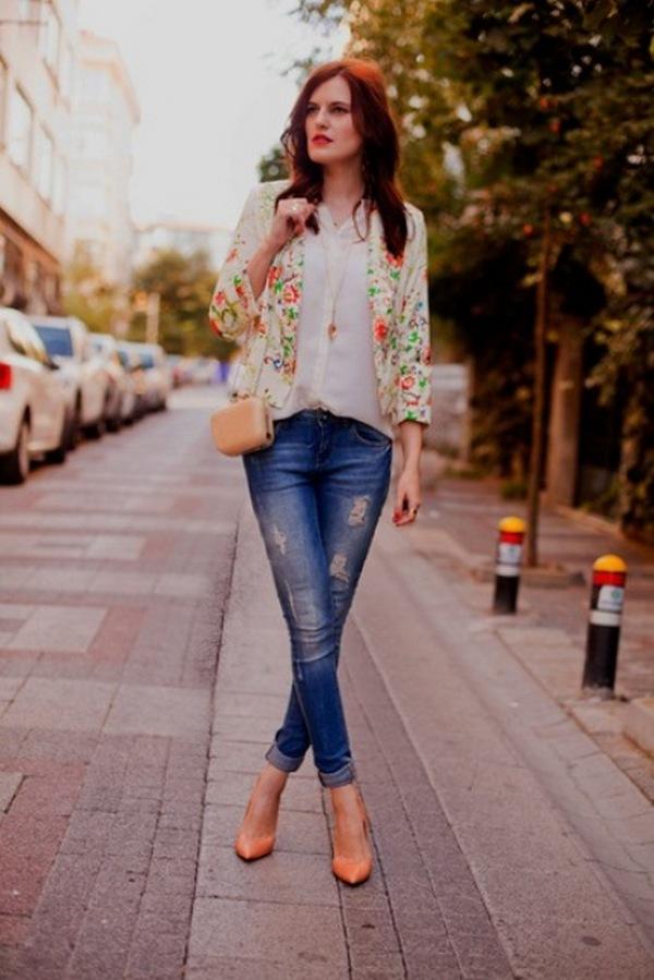 Пиджаки с принтами и джины с потертостями – нестандартное сочетание, создающее нетривиальные образы