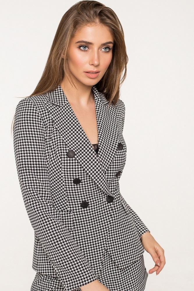 Жакет – приталенный пиджак, застегивающийся на одну пуговицу