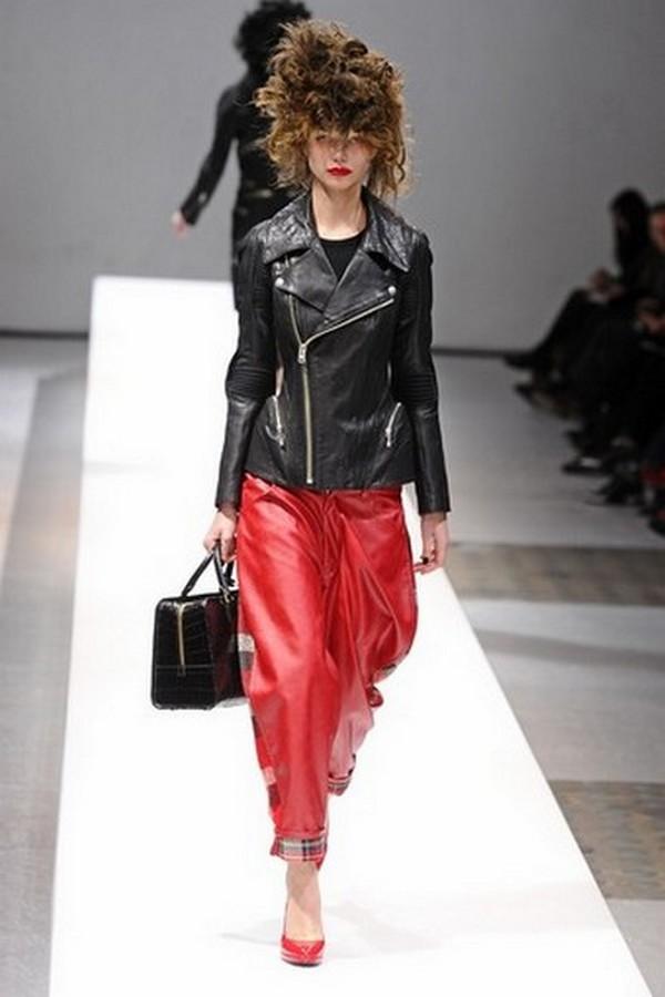 Кожа разных цветов, обилие черного и красного – отражение новых мейнстримов в стиле гранж