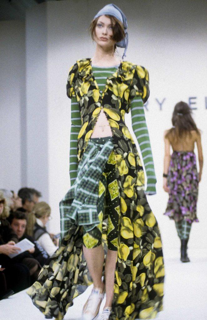 Показ коллекции Марка Джекобса вызвал бурные споры и разделил модную тусовку на приверженцев и противников стиля гранж в одежде