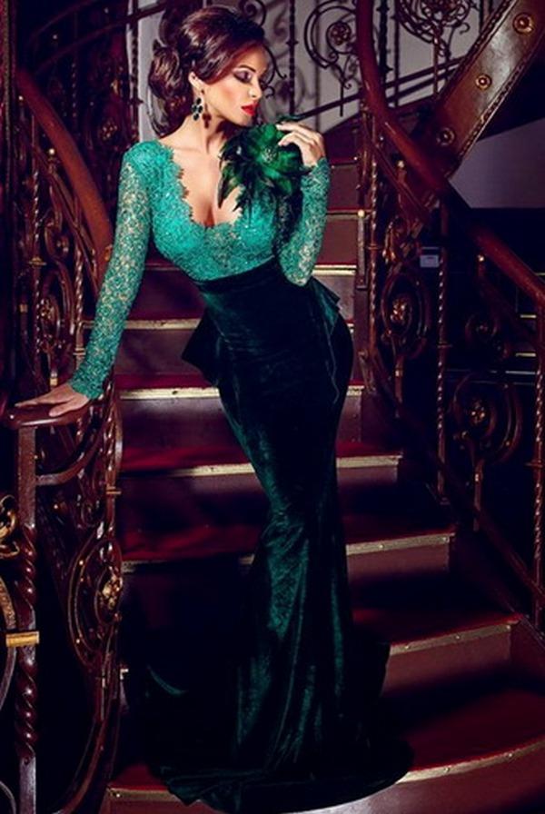 Вечернее платье контрастных цветов, облегающее фигуру, как вторая кожа – выигрышный вариант наряда для дам с совершенной фигурой