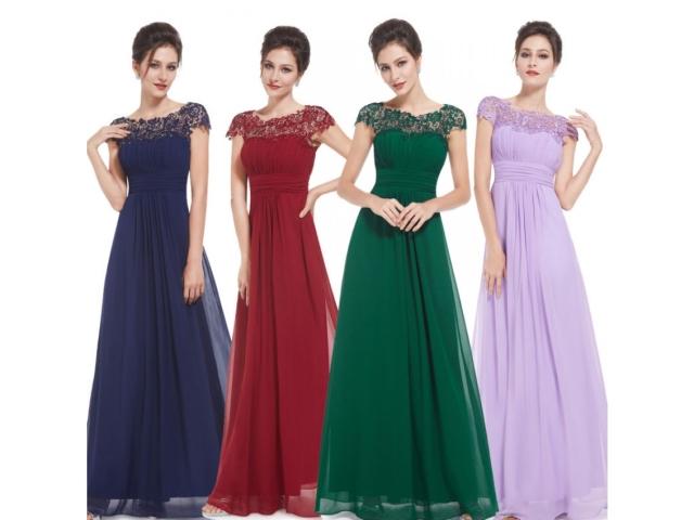 Для брюнеток проблема выбора цвета вечернего платья не стоит – им подходят практически все цветовые решения