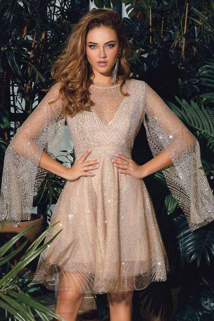 Мини – выбор вечерних платьев для молодых леди со стройной фигурой и красивыми ногами
