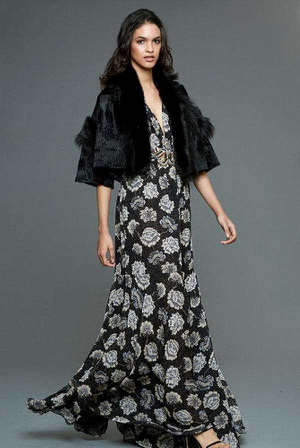 Меховое болеро в цвет с основным тоном платья – изюминка вечернего наряда в крупные цветы
