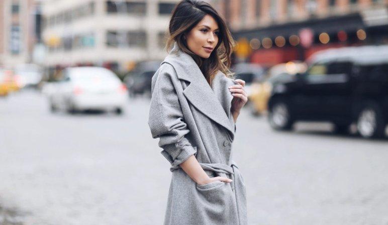 Серое пальто оверсайз — тепло и уютно.