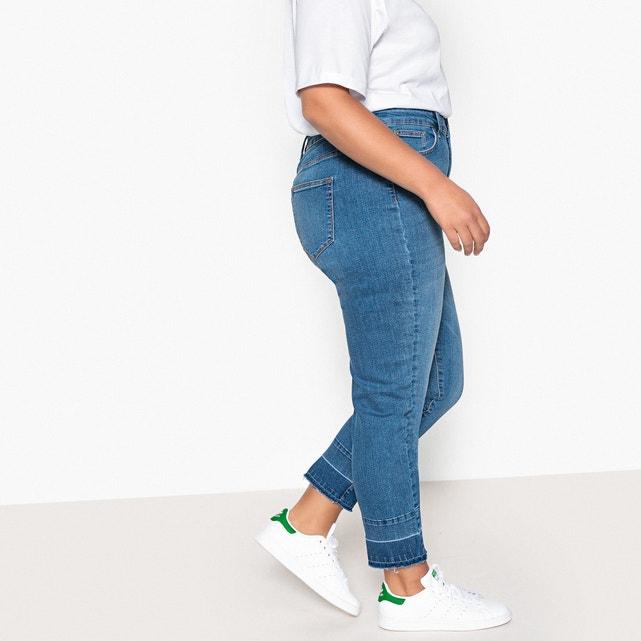 Чтобы скрыть недостатки, выбирайте не очень светлые оттенки джинсов.