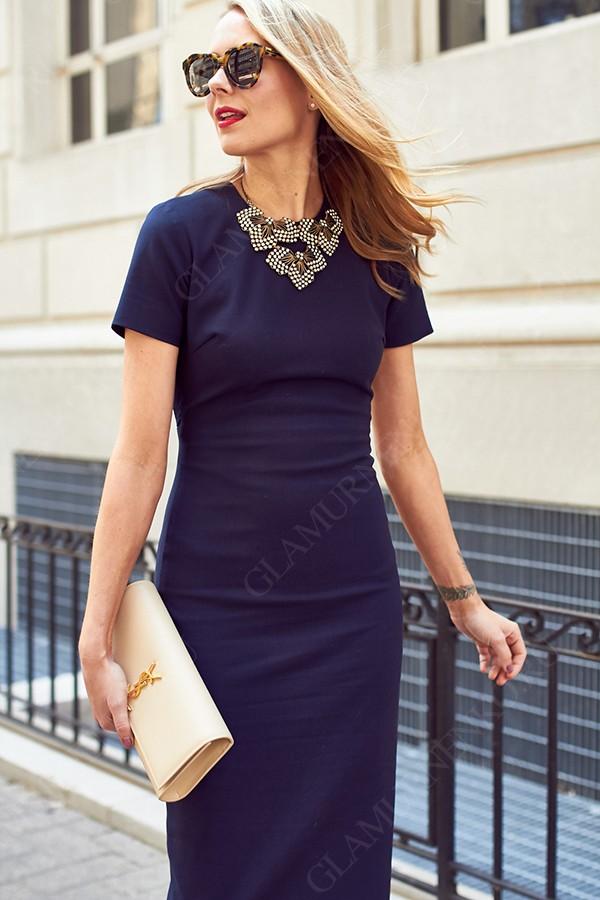 платье и украшение