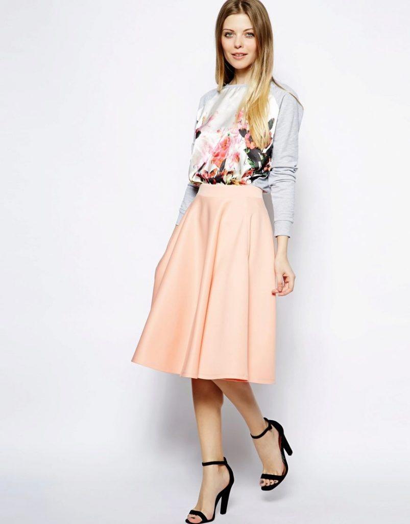 Текстура сатина делает юбки солнце из него особенно эффектными