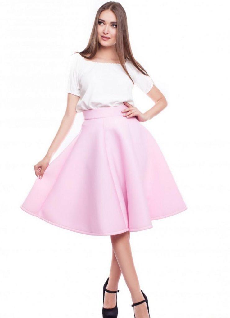 Яркая розовая юбка солнце – привлекательный наряд, притягивающий внимание