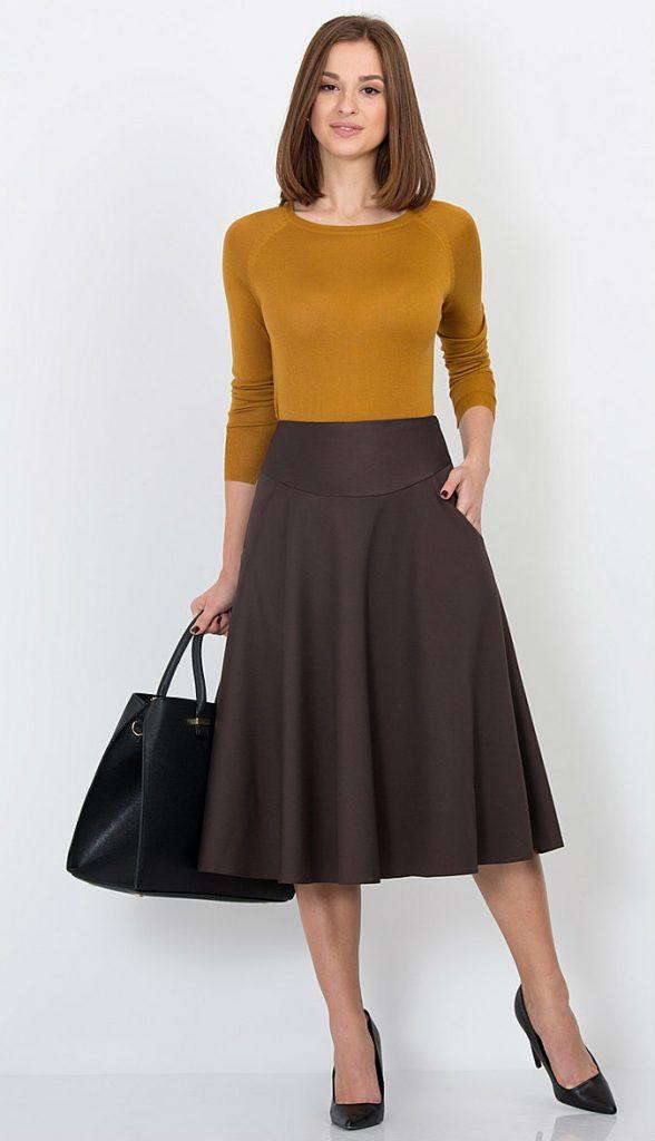 Коричневая юбка солнце – органичная деталь повседневной офисной капсулы