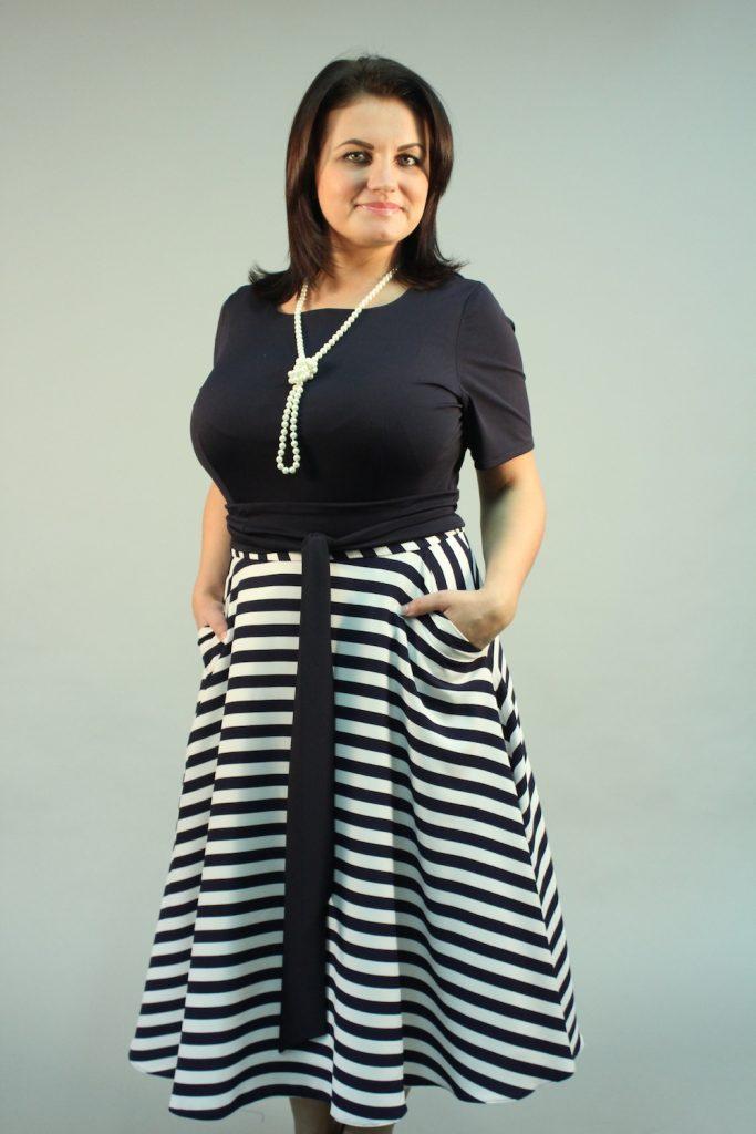 Средняя длина юбки солнце – идеальный выбор полных дам, позволяющих скорректировать диспропорции фигуры