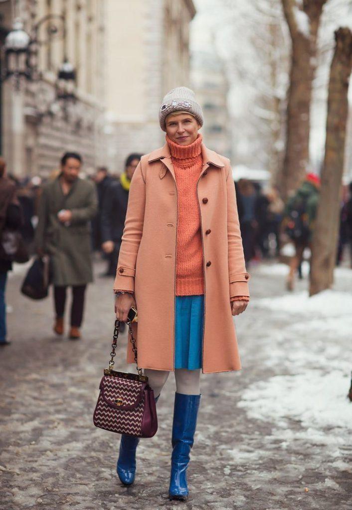 Гармонично выглядит юбка солнце в ансамбле с пальто аналогичной длины