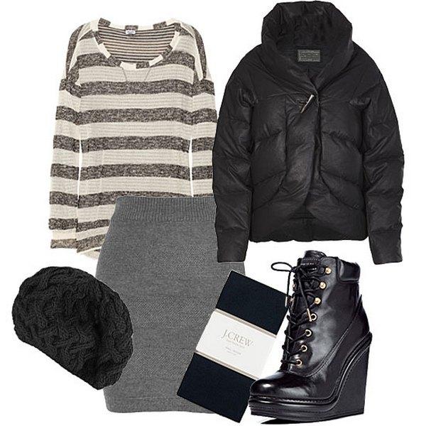 Трикотажная прямая юбка, джемпер и шапка крупной вязки в оттенках серого, а также ботинки на высокой танкетке – стильные дополнения лука в стиле кэжуал с черным пуховиком