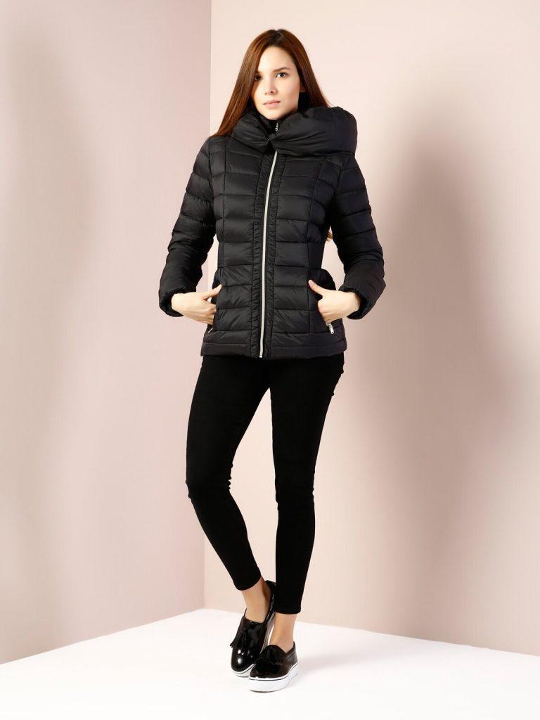 Укороченный спортивный пуховик бренда Colins – модель из новой коллекции