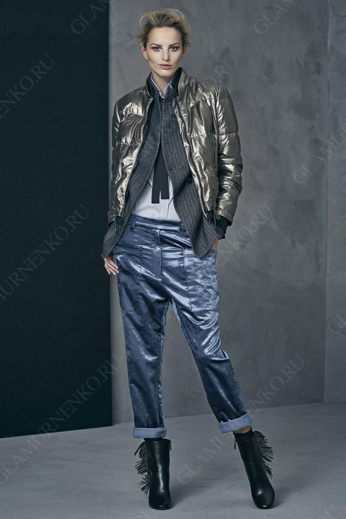 Стильный комплект: пуховик-бомбер надетый сверху элегантного жакета и рубашки