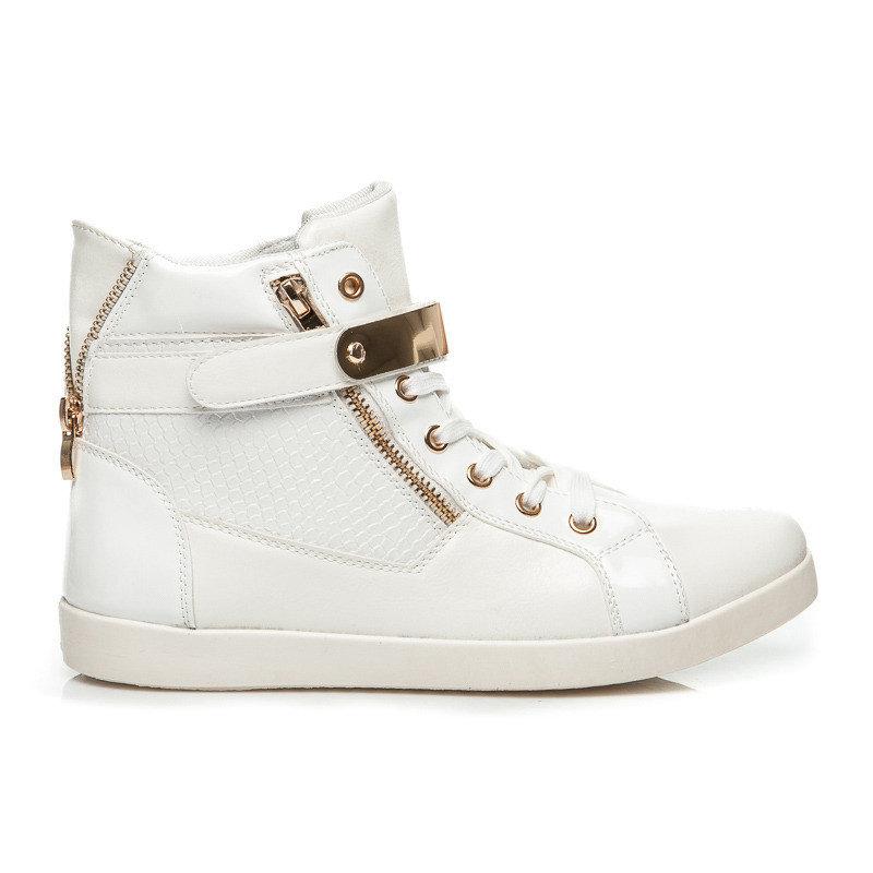 Белые сникерсы - маст хев этого модного сезона.
