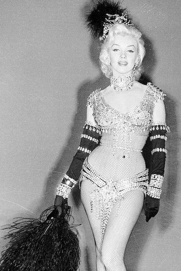 Культовая представительница Х-силуэта – Мэрилин Монро всегда умело подчеркивала свои идеальные формы