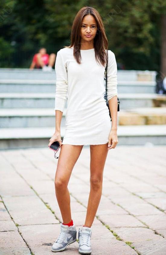 пример с белым мини-платьем