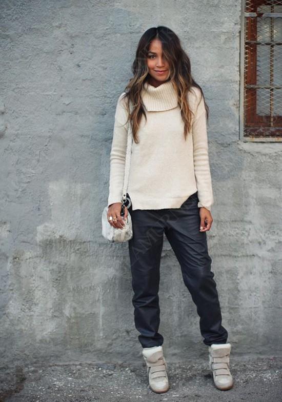 пример с бежевым свитером