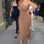Ким Кардашьян, обладающая грушевидных типом фигуры.