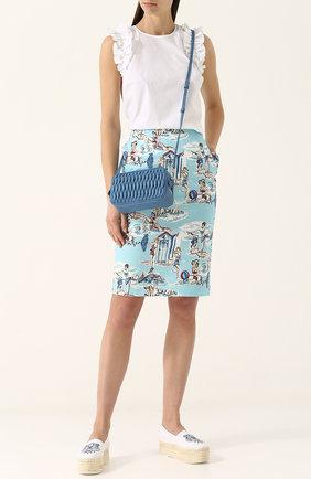 Эспадрильи с юбкой-карандаш с принтом в сочетании с белой блузкой