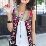Жилетки, жакеты, блузы и рубашки с всевозможными национальными узорами и орнаментами являются неотъемлемой частью этно стиля.