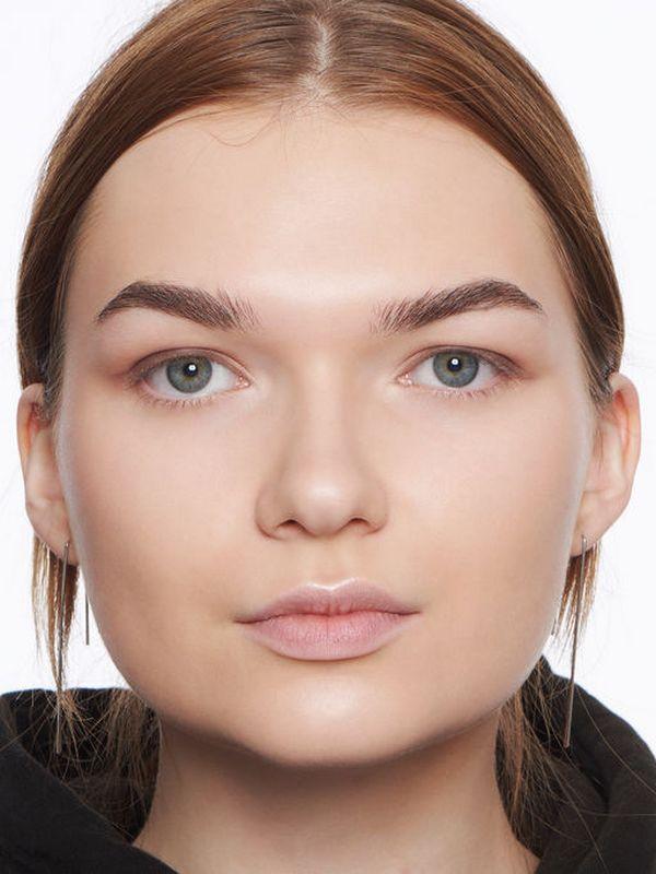 Девушкам с формой лица круг пойдут короткие, слегка закругленные брови