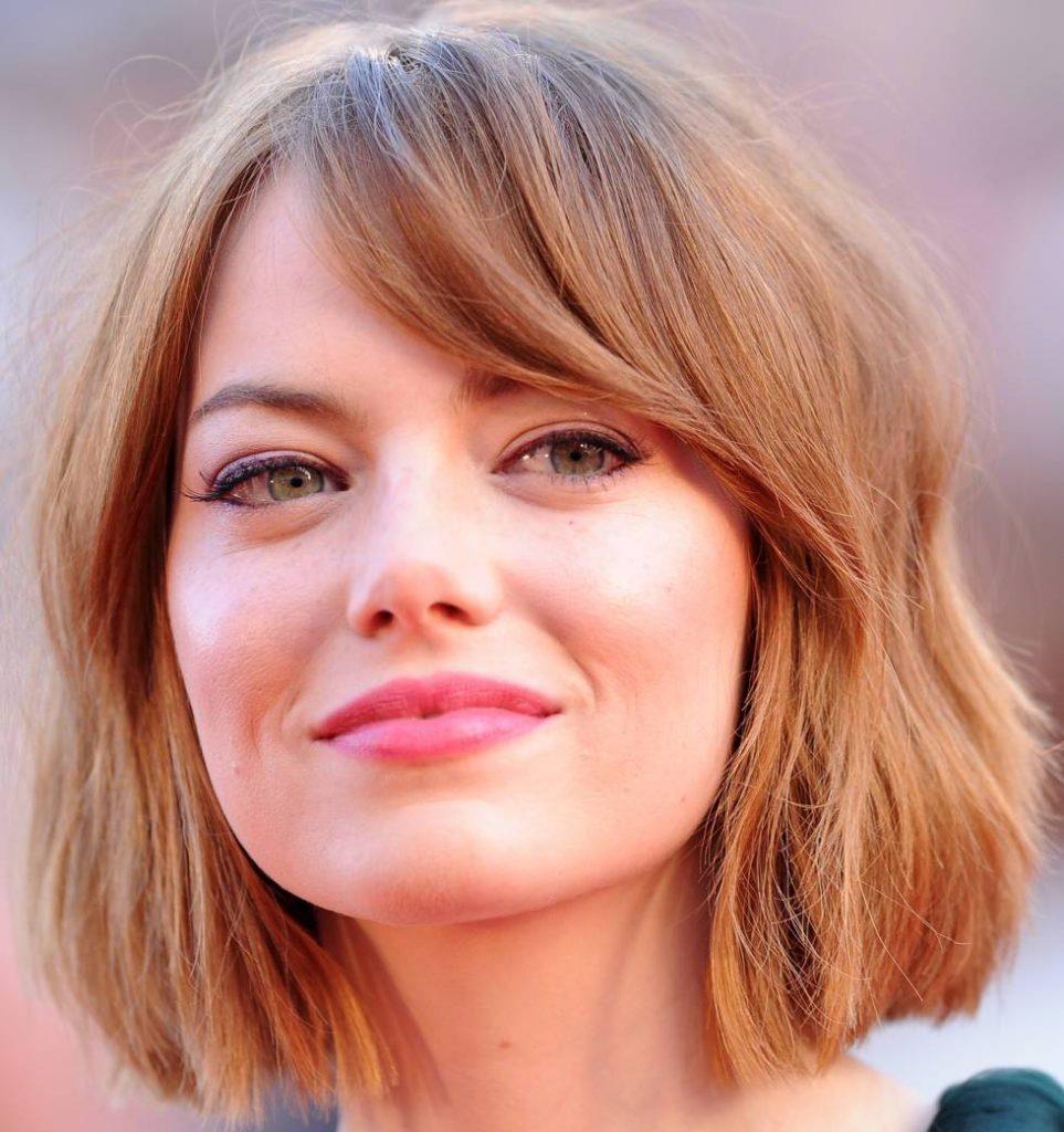 Женщины с формой лица «квадрат» имеют одинаковую его длину и ширину, а также угловатый подбородок