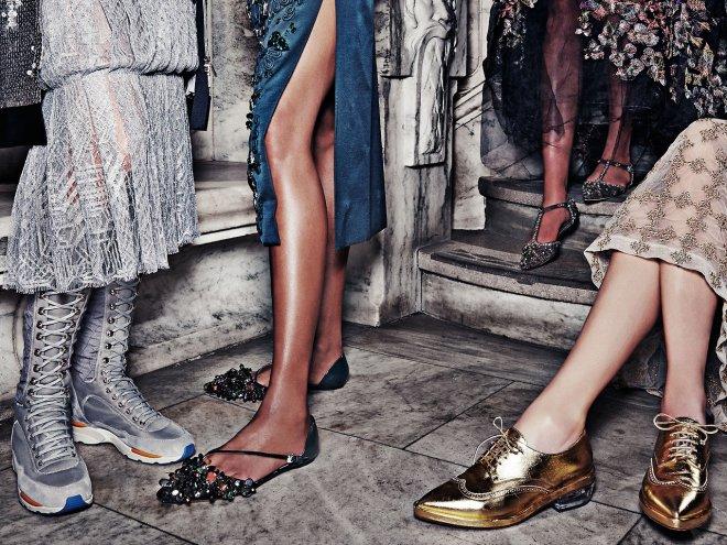 Балетки без каблука с броским декором – лучшая компания для вечернего платья
