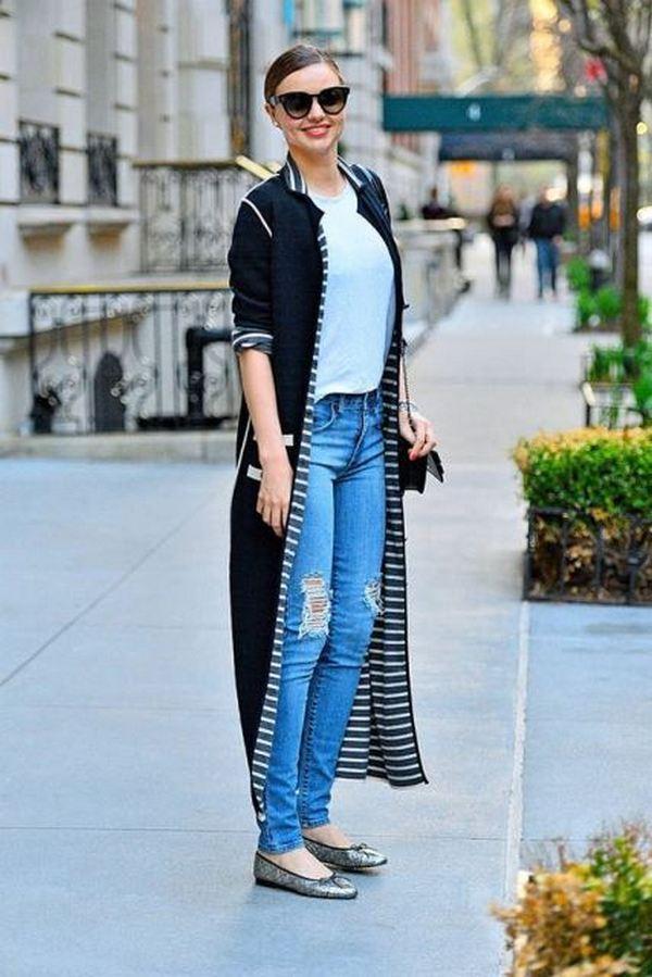 Рваные джинсы и балетки с закругленными носками – лучший выбор для повседневных городских прогулок