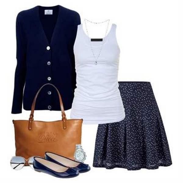Балетки благородного синего цвета в сочетании с такими же юбкой и жакетом – отличный комплект в тандеме с белой майкой и коричневой сумочкой