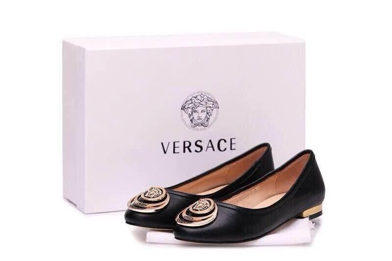 Балетки культовой итальянской марки Versace – шикарная роскошь в каждом штрихе