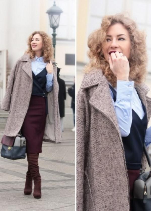 Бордовые ботфорты из замши, юбка-карандаш и светлая блузка – эффектное сочетание элементов гардероба в повседневной капсуле