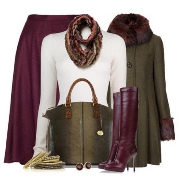 Шикарно и дорого смотрятся бордовые ботфорты на высокой шпильке с одеждой насыщенно зеленого и снежно-белого оттенков