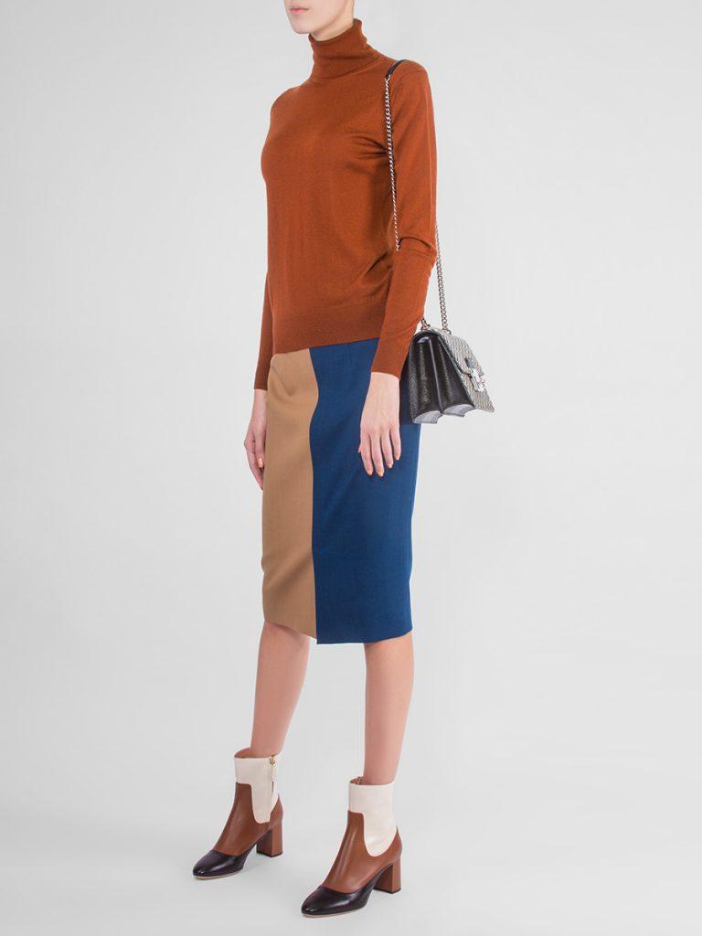 Двухцветная юбка карандаш с однотонным верхом смотрится уютно и эффектно.