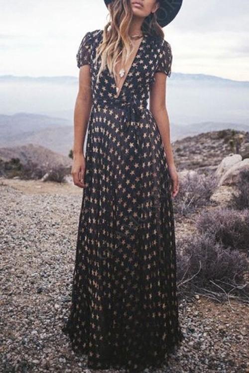черное платье с запахом и шляпа
