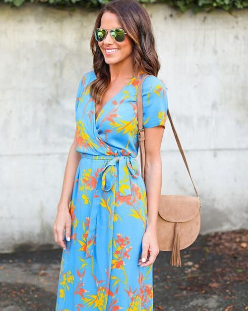 ярко-голубое платье в запах