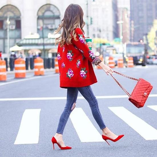 пример образа с красными туфлями