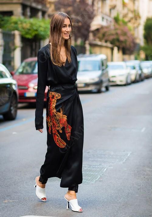 пример черного платья с запахом