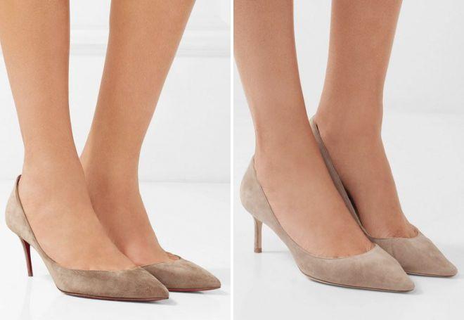 Туфли беж на невысоком каблуке гармонично смотрятся на стройных ножках