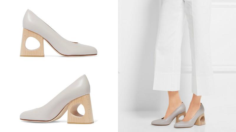 Необычный каблук придает лаконичной светлой обуви экстравагантности.