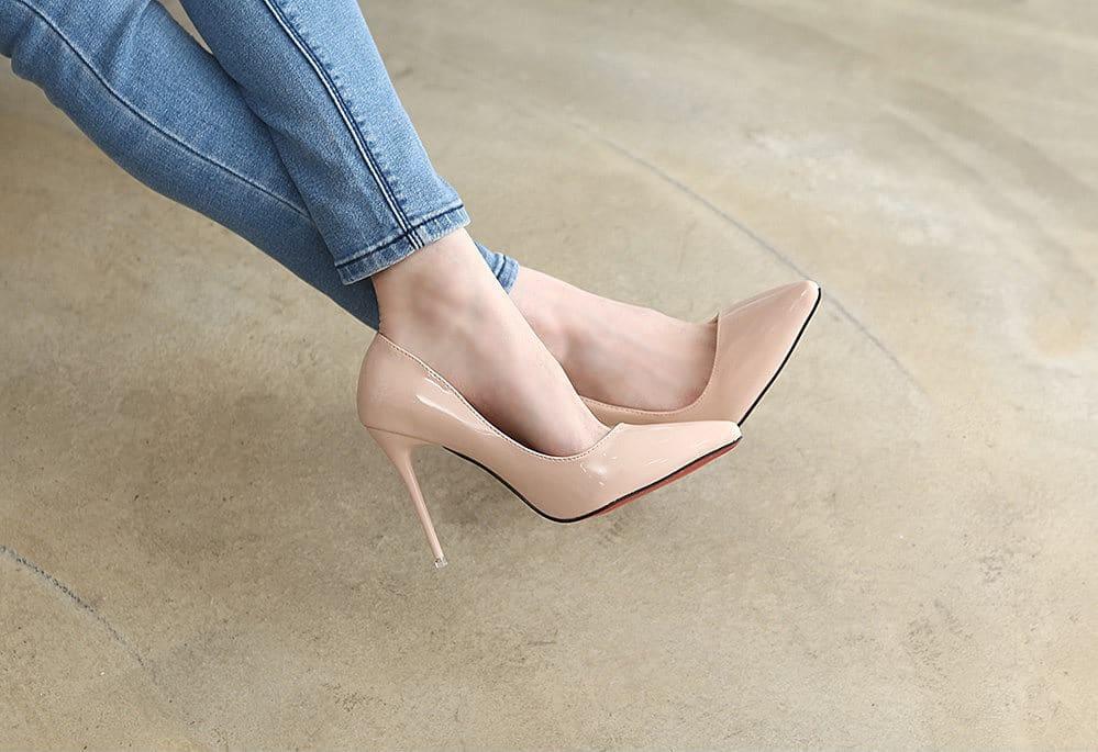 Нюдовые туфельки в тон коже всегда подчеркивают красоту ног.