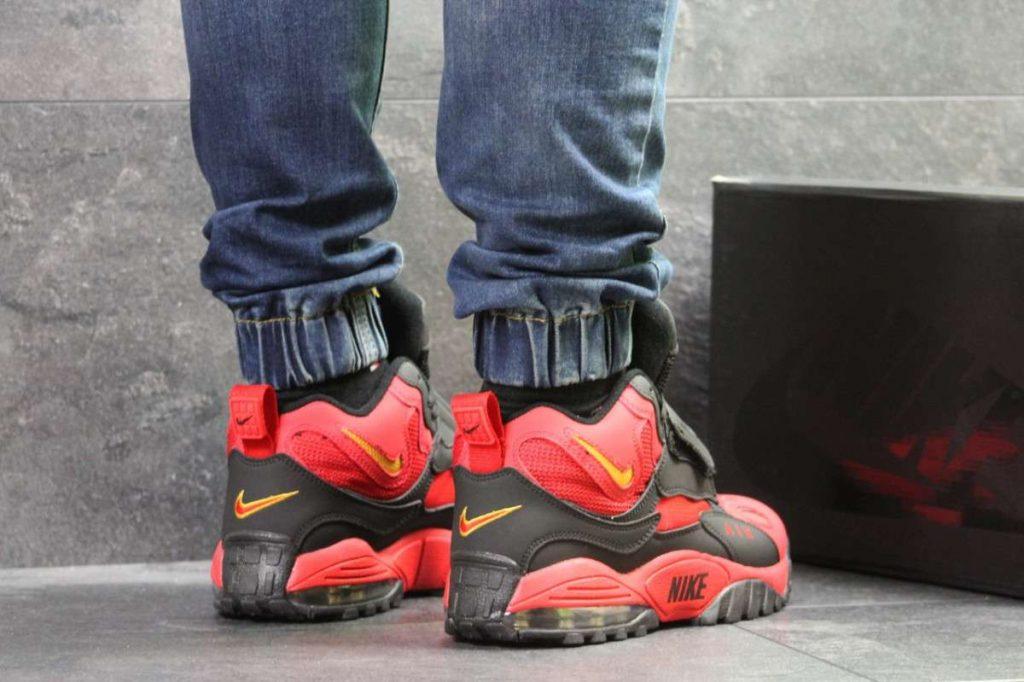 Чем ярче кроссовки - тем темнее джинсы - это идеальная формула.