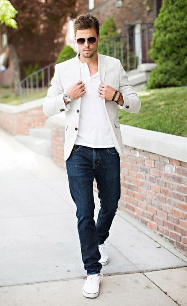 Джинсы + пиджак + кроссовки = кэжуал в лучшем мужском проявлении.