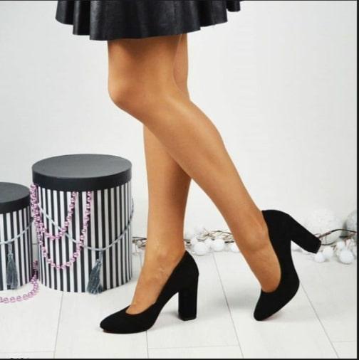 Визуальное уменьшение ножки с помощью обуви темного цвета